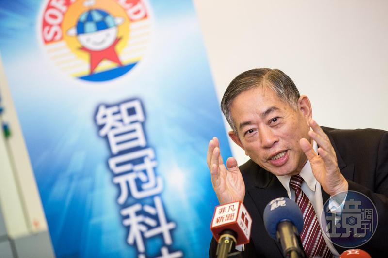股東會結束後,智冠董事長王俊博特別從高雄趕回台北開記者會,坦言3個月來就像打了一場仗。