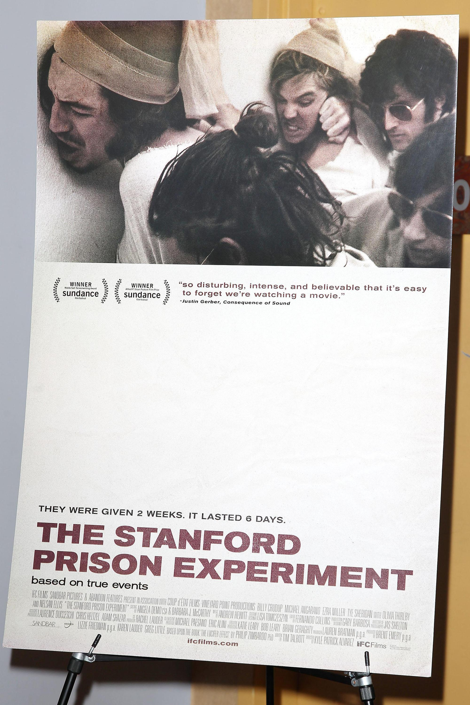 「史丹佛監獄實驗」引發諸多心理學、政治學、社會學的探討,也成了小說、電影的題材。圖為《史丹佛監獄實驗》電影海報。(東方IC)