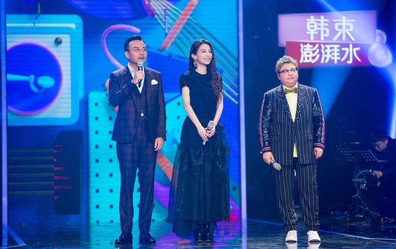 Hebe田馥甄上大陸湖南衛視節目《我想跟你唱》,與韓紅(右)合唱。(華研國際提供)