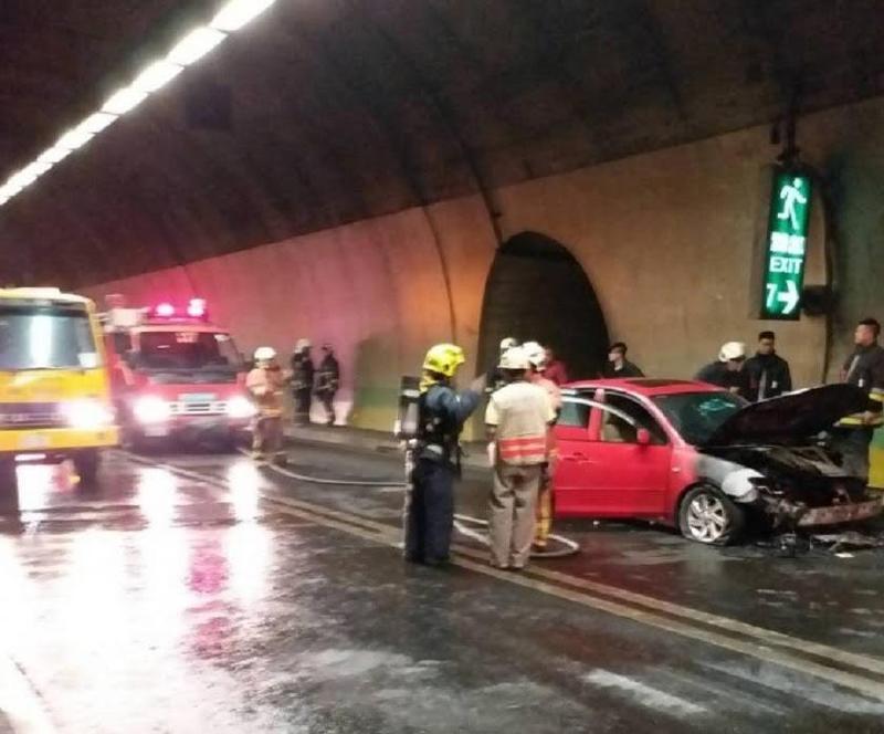 八卦山隧道發生火燒車意外。(消防局提供)