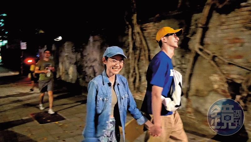 張軒睿(右)與林明禎短命戀曝光時,2人還大方牽手,當時愛得相當坦然。