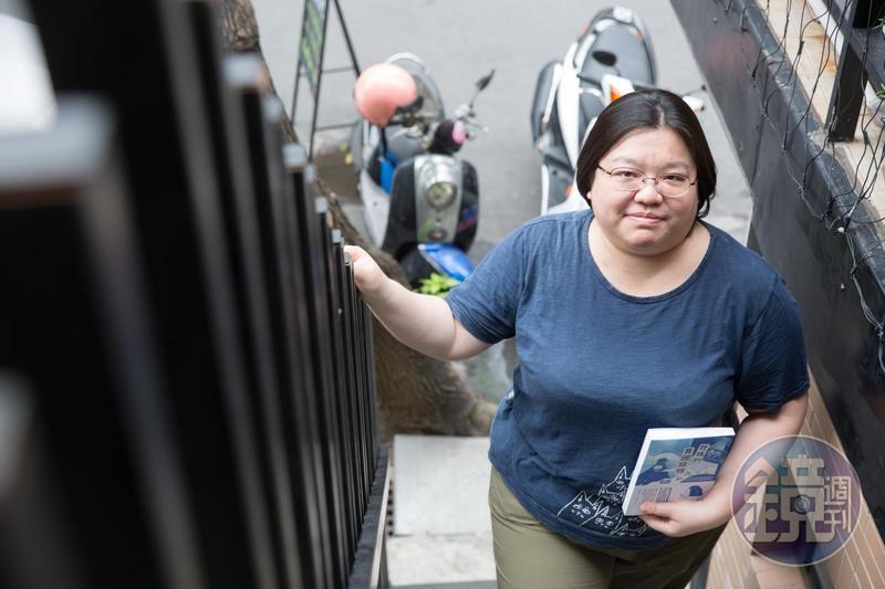 陳名珉原本在ptt上的CCR(異國戀)版看到網友對異國戀的論戰,於是動念寫媽媽的故事:「你們大概沒看過高齡版的CCR吧?」