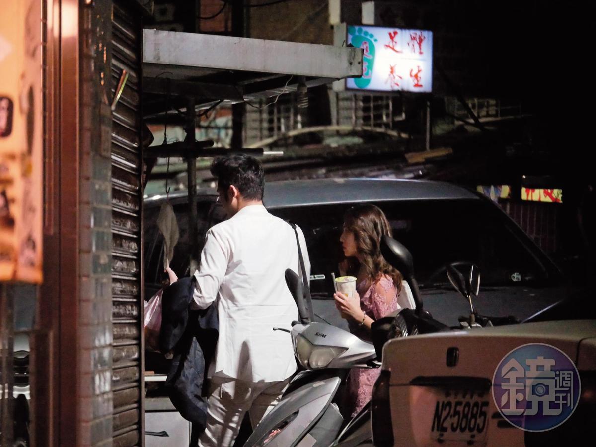 6/14 00:18 男子開車開到八德路一處公寓前停好車後,熊熊跟著他下車,一起走進該公寓內,沒再外出。