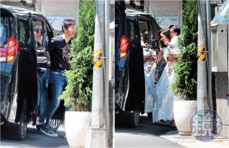 6月17日10:20,哈林的車停在南京西路一家餐廳門口,他開門下車笑得很開心,盛裝的張嘉欣抱著女兒「哈密瓜」下車,準備幫女兒辦一個溫馨可愛的抓週宴。