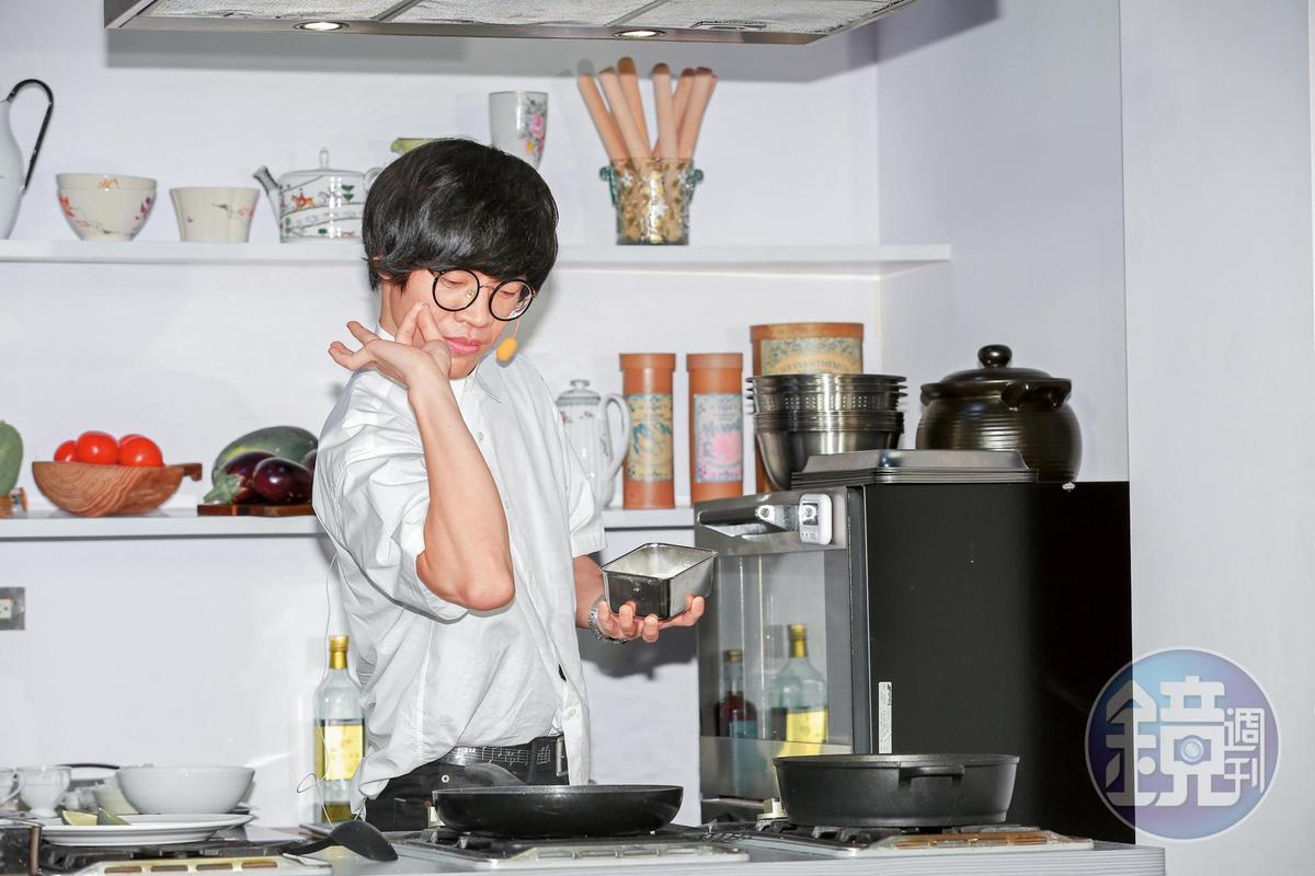 盧廣仲故作姿態調味,散發出陣陣娘味,多元化的展現也讓他在商業場子非常有看頭。