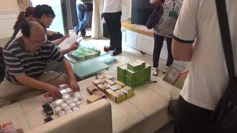 警方搜索李嫌住處,發現大量成分不明的藥妝。(刑事局提供)