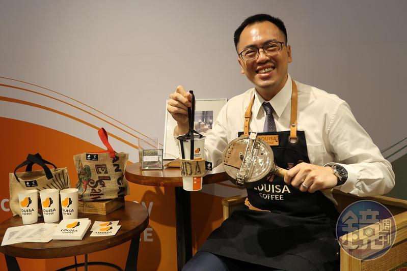 路易莎創辦人黃銘賢從烘豆師到推動咖啡渣再生,讓咖啡豆有了新生命。