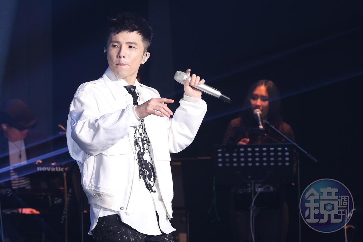 小宇以《同在》回歸歌壇,有別於過往的花腔演唱,此次演唱方式回歸正統。