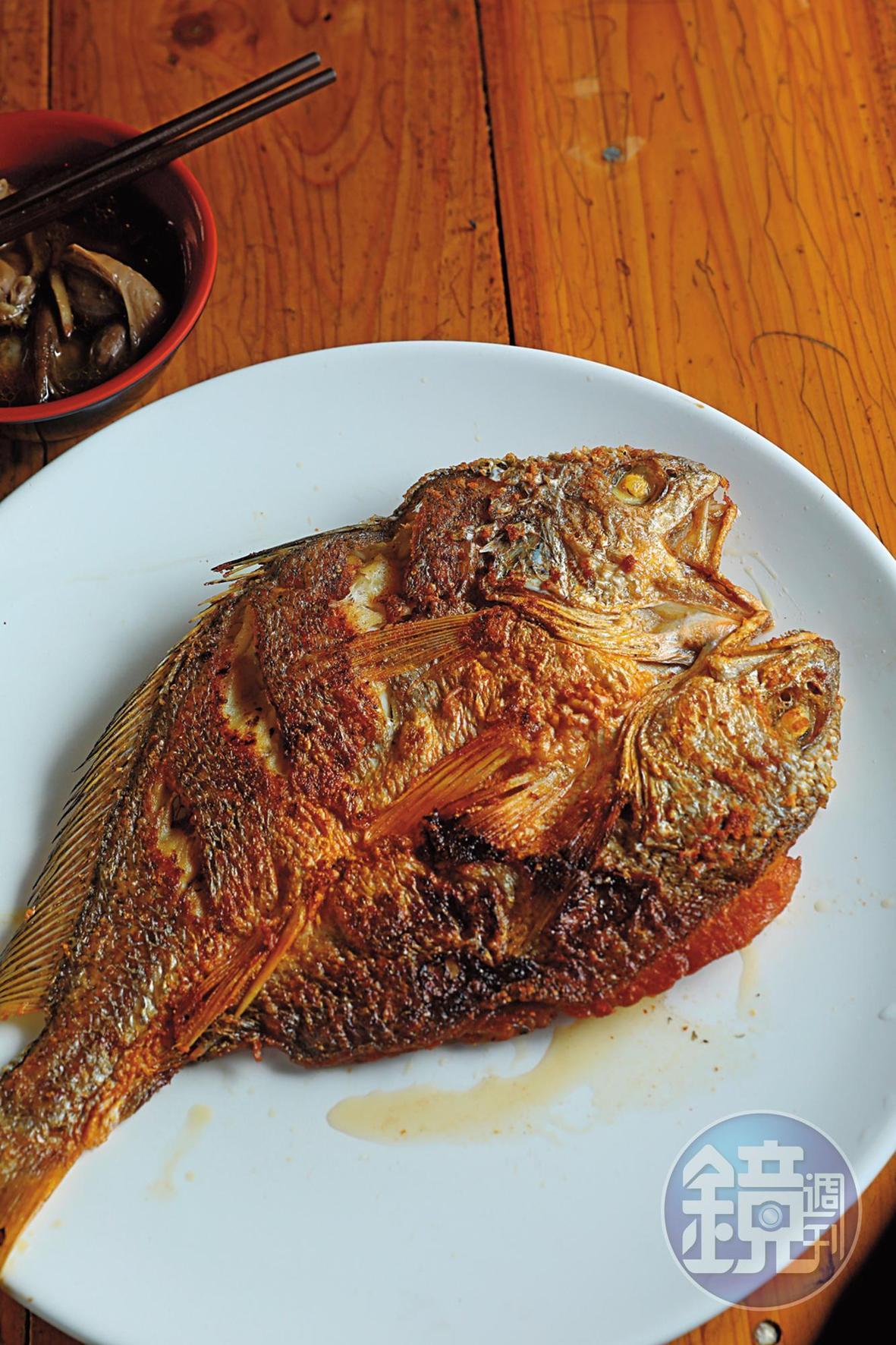學名為半斑黃姑魚的「假黃魚一夜干」,是胡老闆的隱藏版菜色,不是每次都有貨。(約300元/100g)