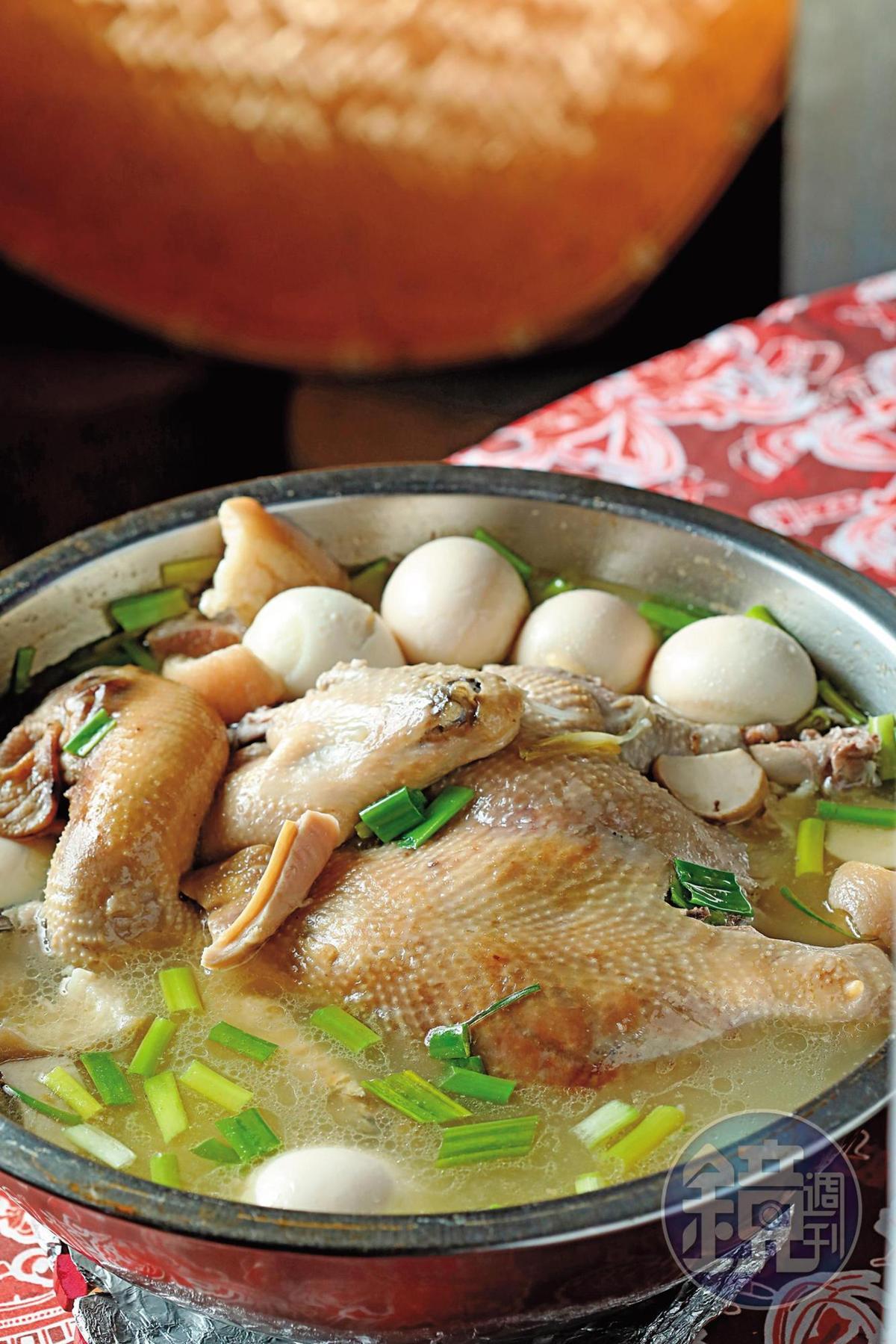「一品鍋」是馬祖人用來送行或迎接遠方貴客來訪的料理。(5,000元桌菜菜色)
