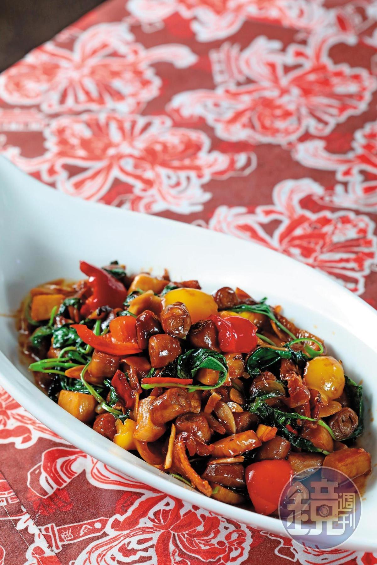 「三杯腸套腸」看似簡單,卻是黃克文親自將三層小腸套在一起的功夫菜。(5,000元桌菜菜色)