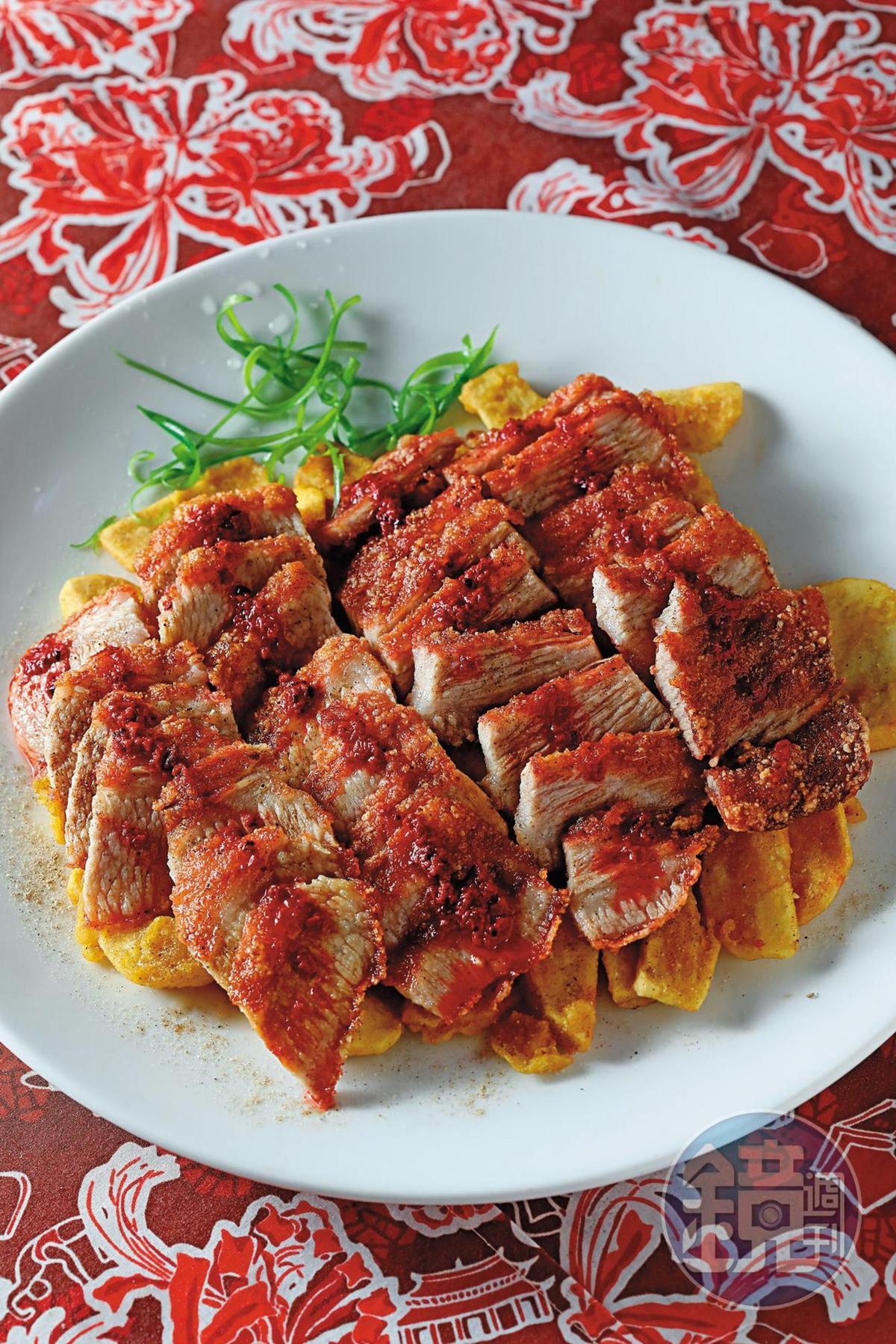 「紅糟松阪肉」肉質瘦帶勁,沒有傳統五花肉的油膩感。(5,000元桌菜菜色)