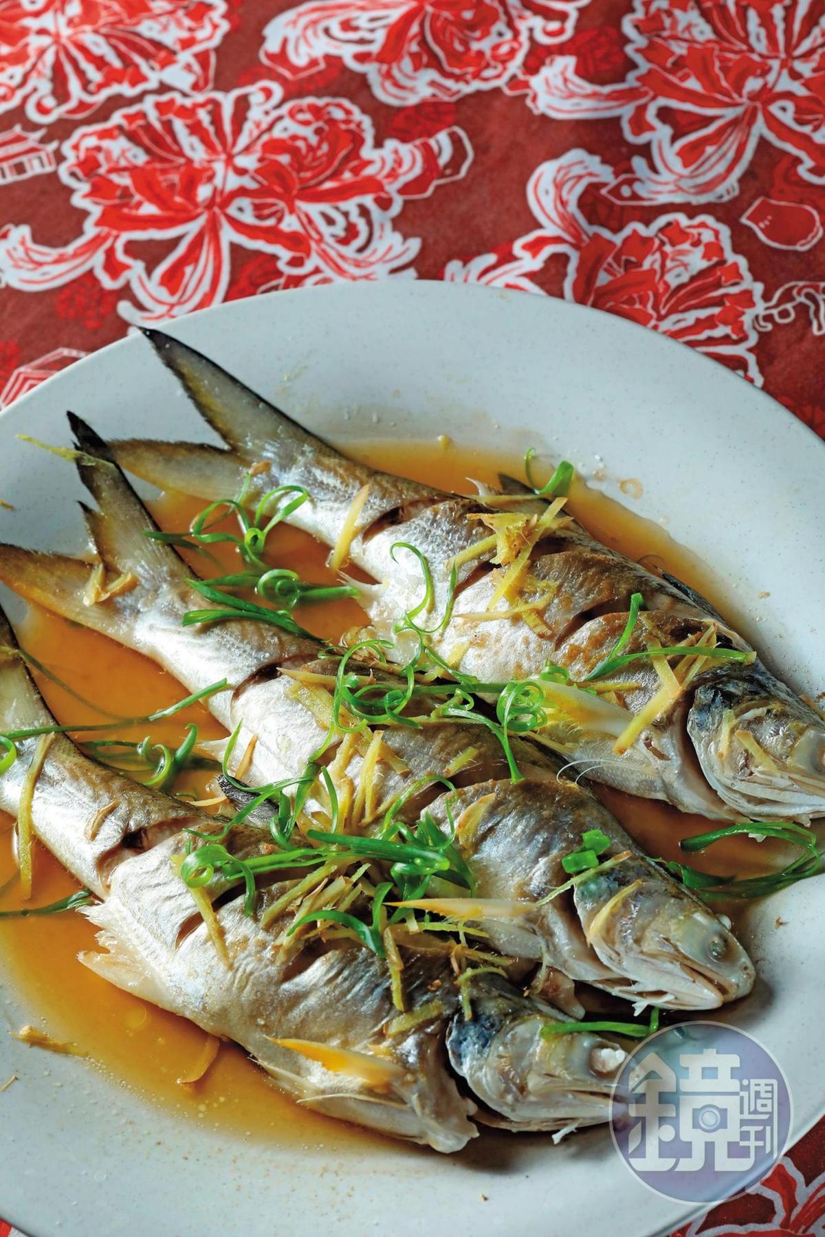海魚配上老酒清蒸的這道「老酒馬鮁魚」,上桌立刻一掃而空。(5,000元桌菜菜色)