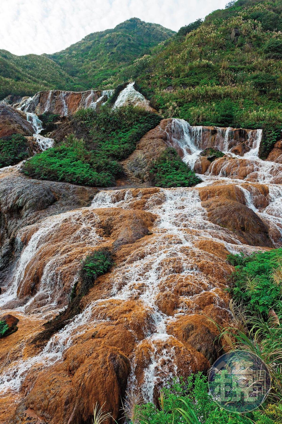 「黃金瀑布」因特殊地質景觀,擁有獨特的美感。