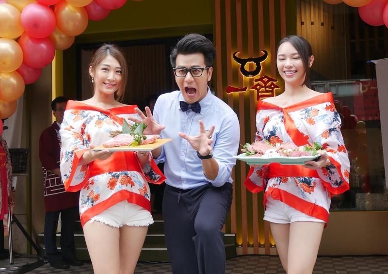 郭彥均21日出席「一齊和牛燒肉」開幕記者會,他因主持外景節目,自曝10年胖了8公斤。(一齊和牛提供)