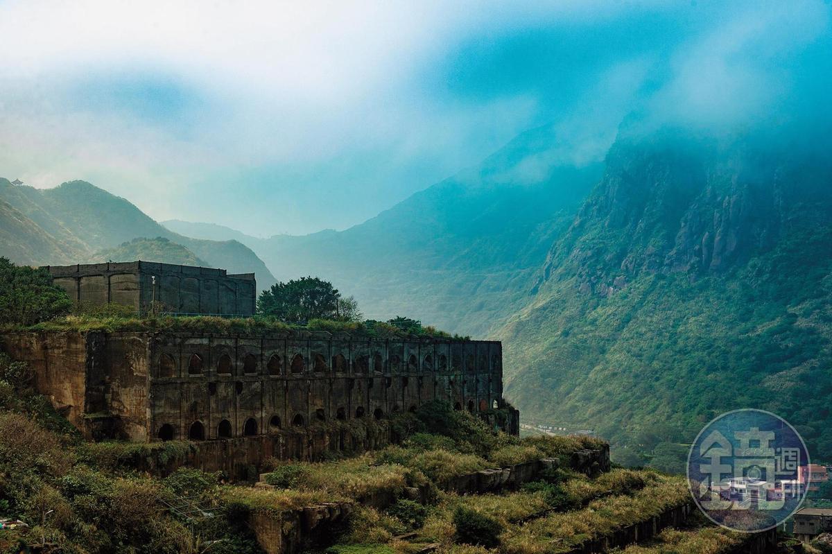霧茫茫的「水湳洞選煉廠遺址」,很符合金瓜石的靜態美。