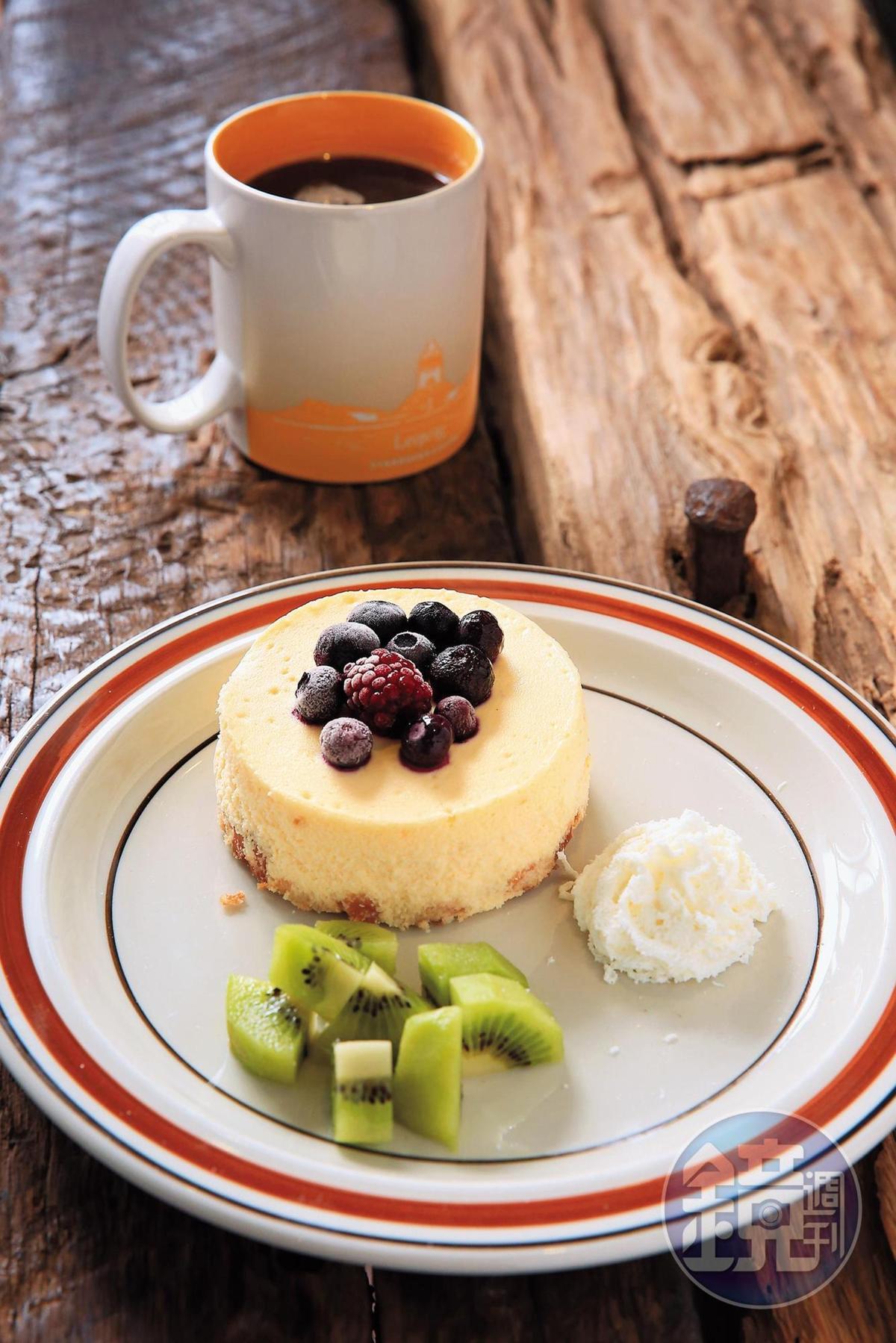 女主人的手作甜點「莓果起司蛋糕」,加入希臘優格,口感清爽。(160元/份)
