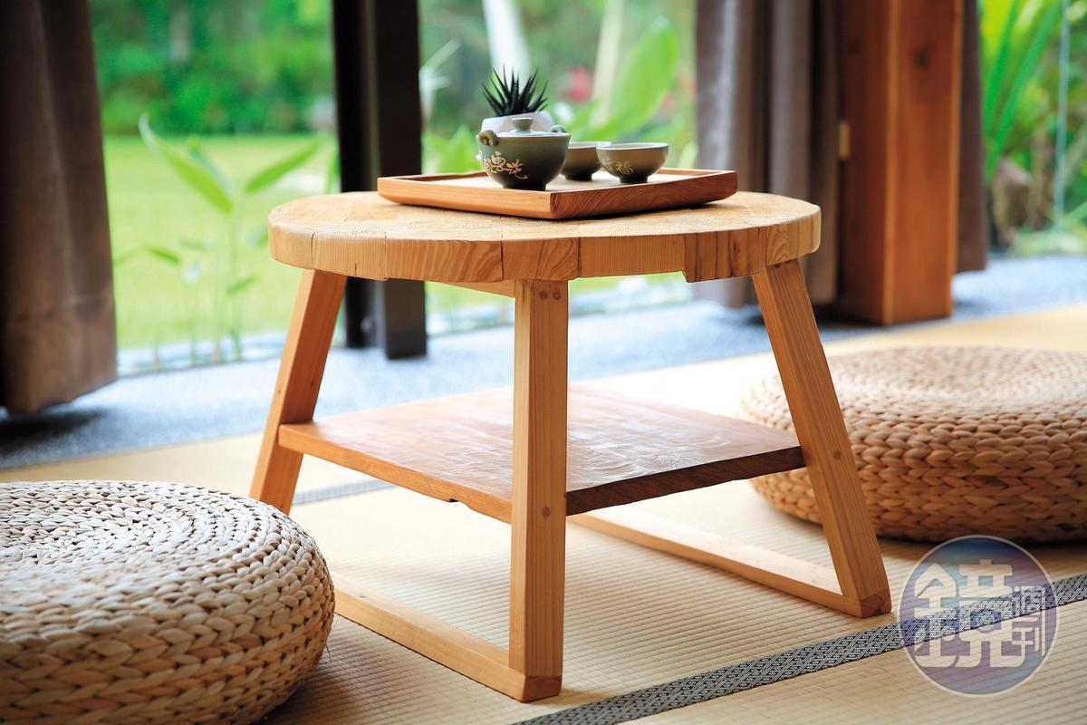 木桌透出手作溫暖,來壺茶正好。
