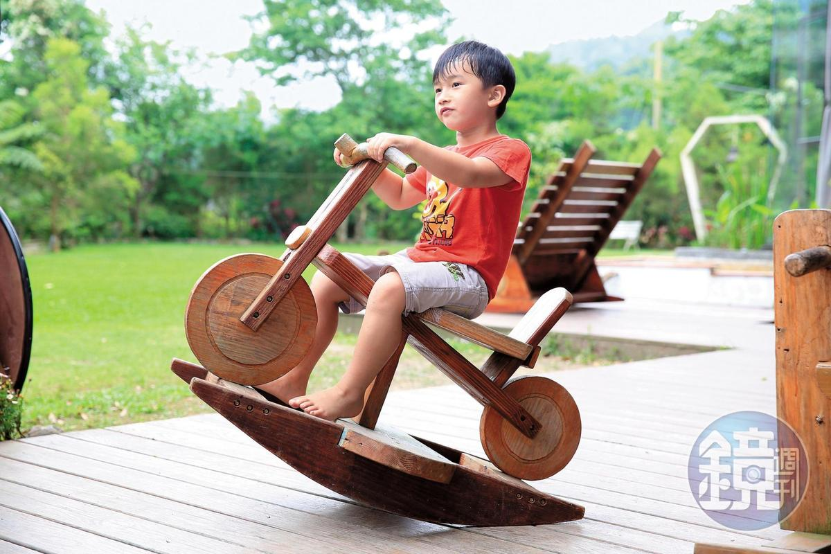阿楠兒子指定爸爸做的摩托車搖馬。