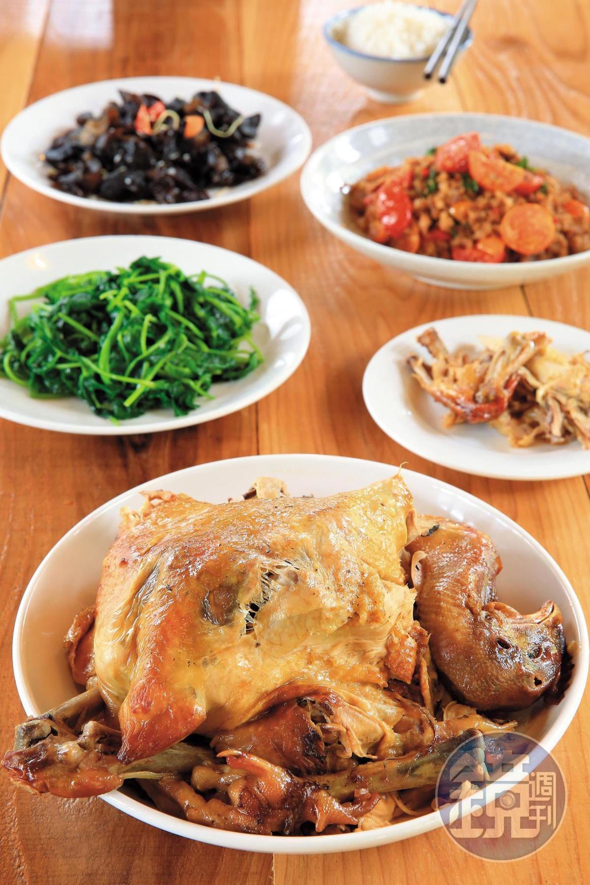 民宿晚餐沒菜單,依時令端出家常菜。(400元起/人,需預約,限房客)