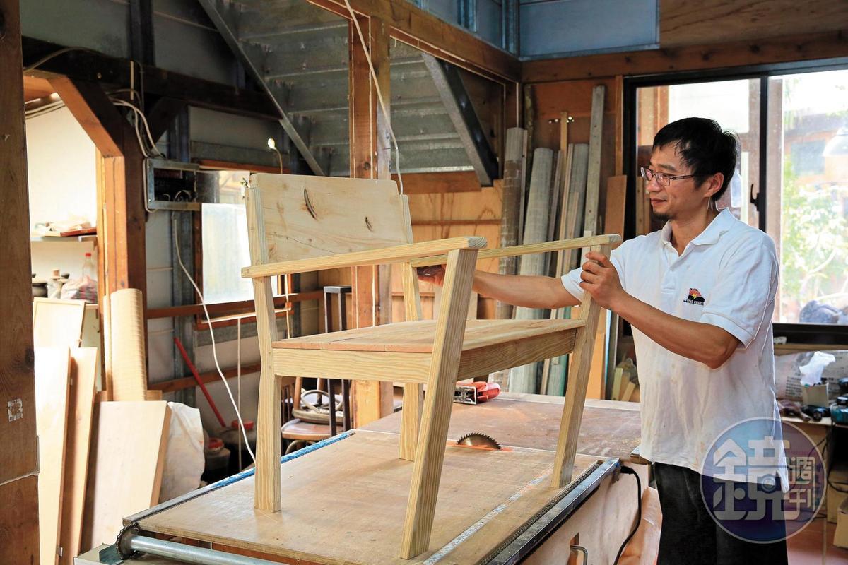 主人吳凱楠是不折不扣的「木頭人」,憑著一股熱忱,自學摸索木工。