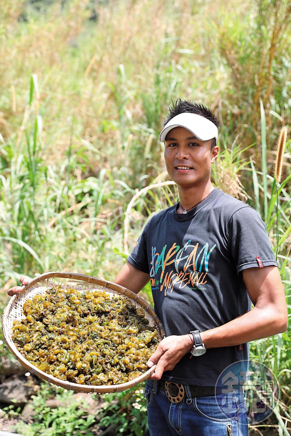 農場主人阿瑞是排灣族人,研發雨來菇水餃,讓遊客就近品嘗美味。