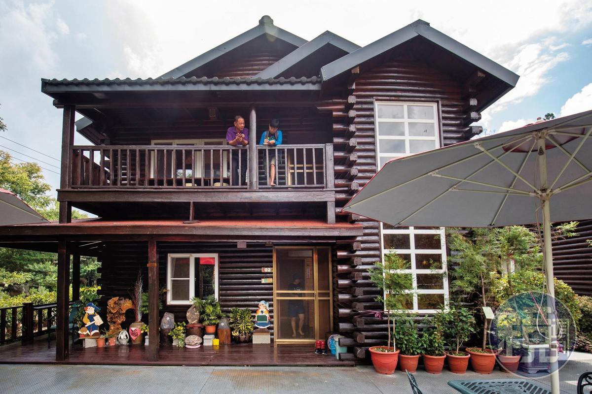 獨棟原木屋,一向是拉拉山民宿的特色。