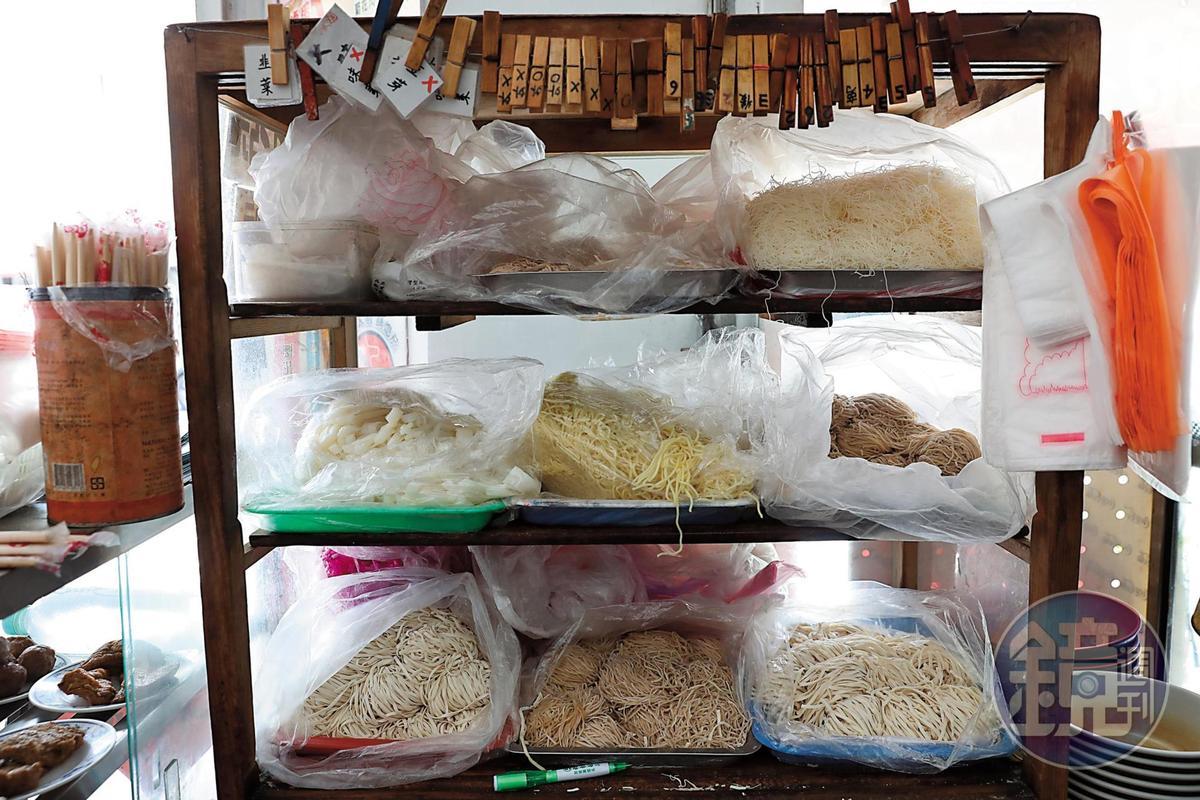 呷大麵提供多種麵條與醬料讓食客選擇。