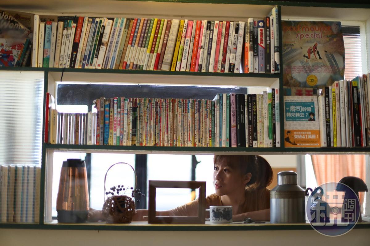 每個空間都有書櫃,不同世代的旅人都可找到記憶的連結。