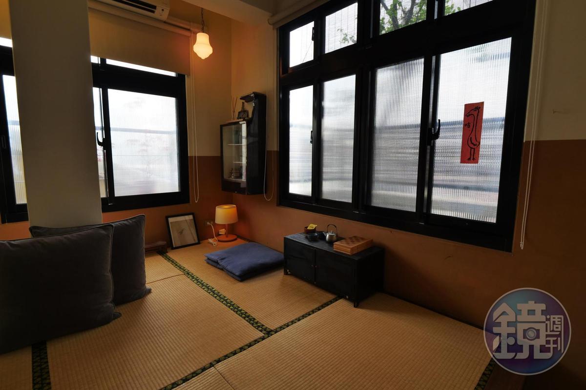 陽光探進榻榻米房,滿室芬芳。