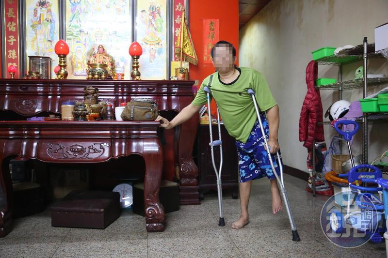 小兒麻痺不良於行的林金龍聘用妻子的親戚來台當看護,卻遭外籍看護控告「強制猥褻」。
