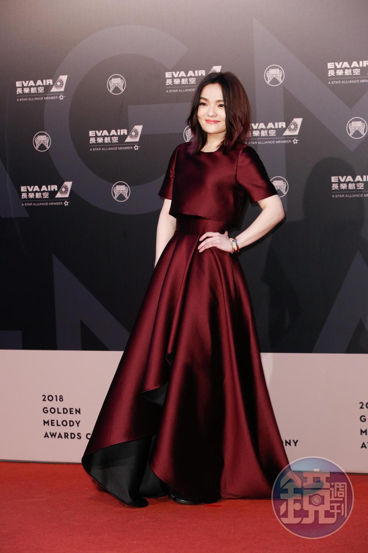徐佳瑩穿上Jason Wu禮服,人也瘦了一圈。