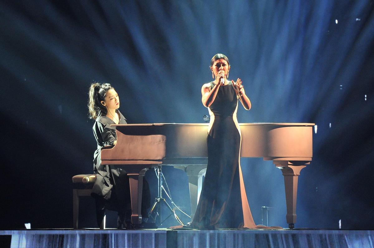 上屆最佳女歌手得主艾怡良,以「永遠的月光」為主題,獻唱多首經典歌曲。(台視提供)