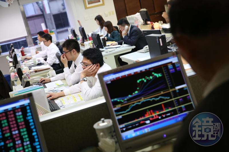 股票市場充斥消息面,一般人多愛打聽明牌,希望賺快錢。
