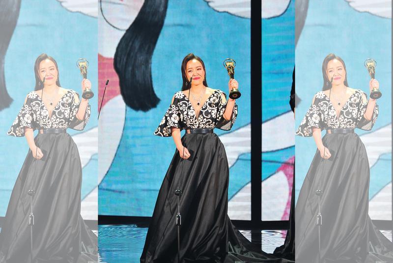 張艾莉獲得台語女歌手的片段創下本屆金曲獎最高收視率。(台視提供)