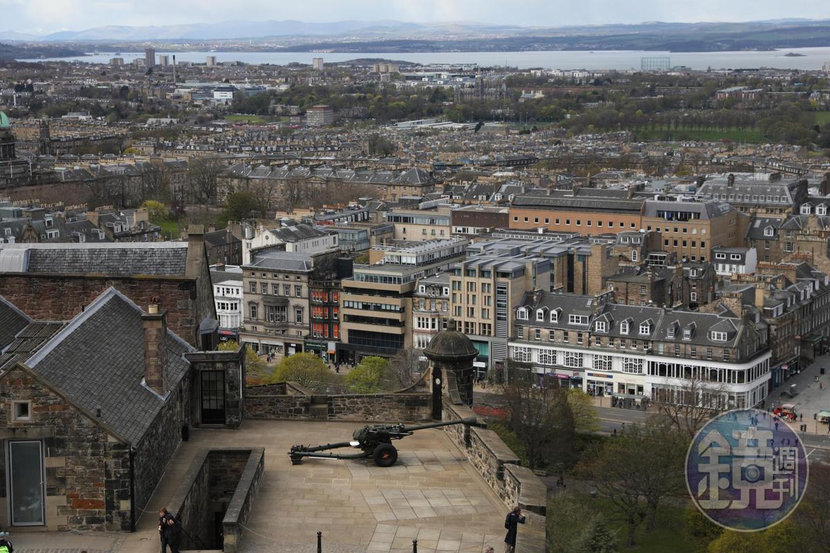 城堡中另一個俯瞰城區的角度。