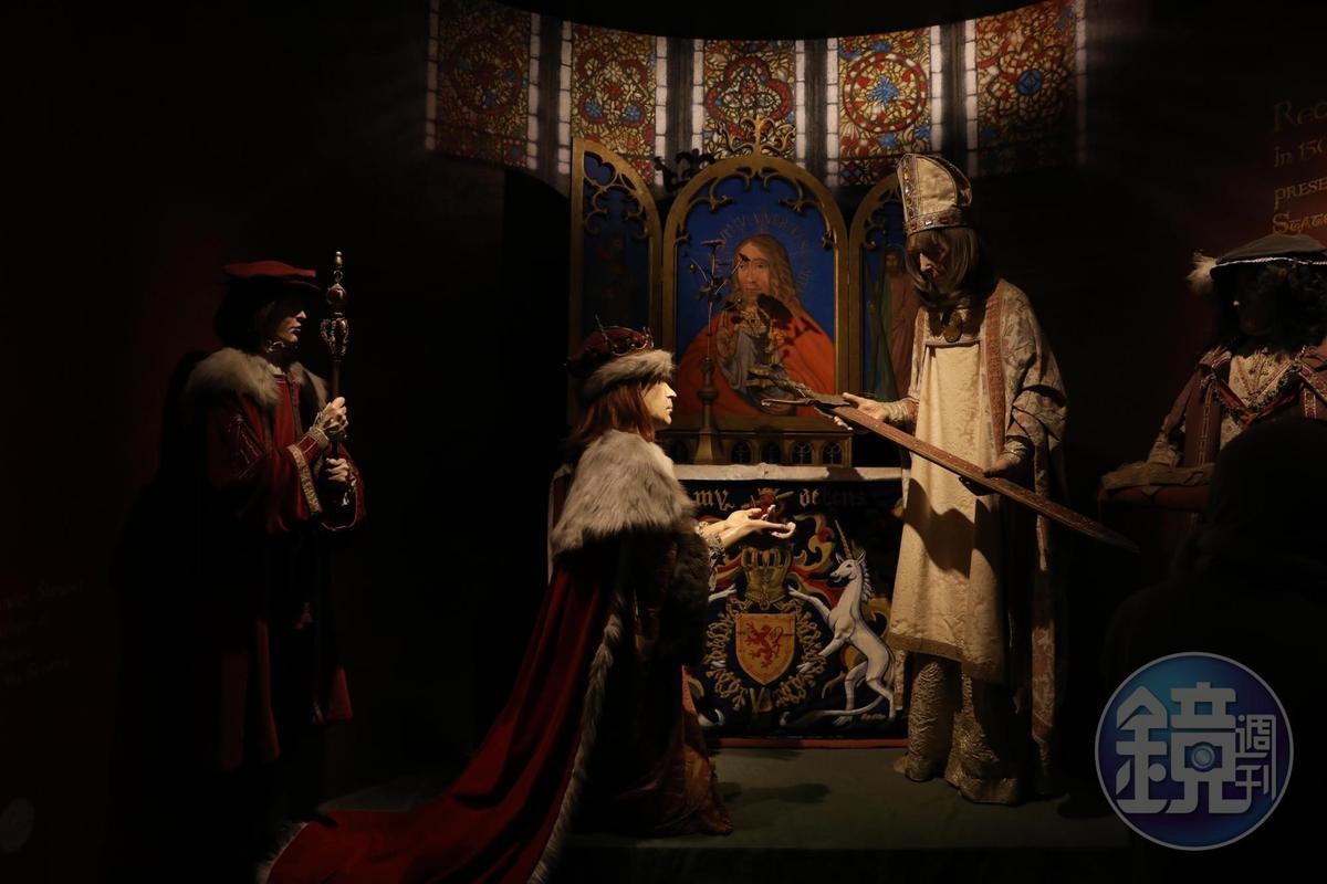 城堡中以蠟像演示蘇格蘭歷代王朝傳承權杖的場景。