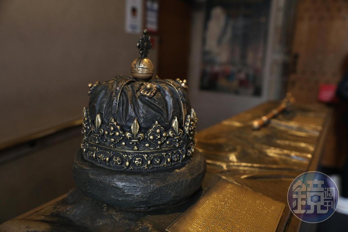 蘇格蘭之光代表的是始終藏在城堡中的王冠、權杖與護國寶劍。