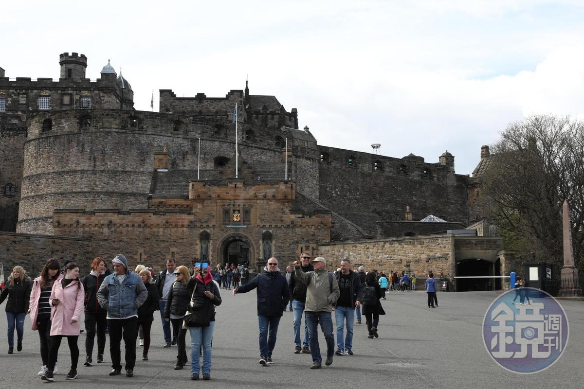 城堡前方廣場是每年愛丁堡軍樂節演出的主場地。