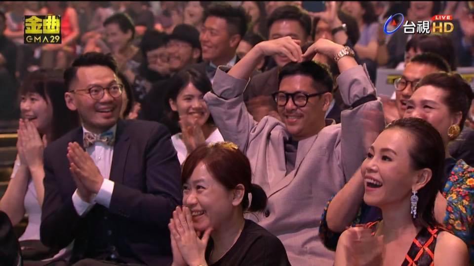 徐佳瑩與男友比爾賈在金曲獎現場甜蜜放閃。(翻攝自台視)