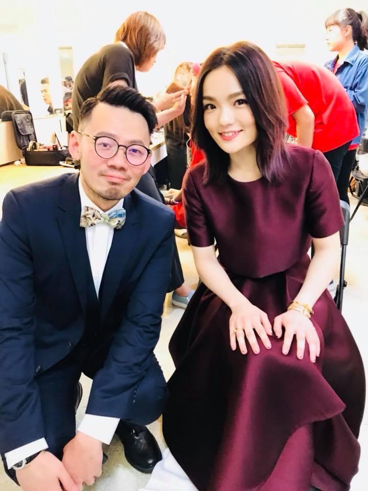 徐佳瑩奪下金曲歌后首po文,不忘貼出與葛大為的合照。(翻攝自徐佳瑩臉書)