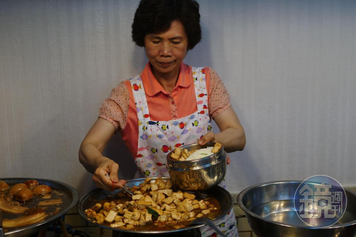 基明飯桌仔的菜色隨著當日市場變化。