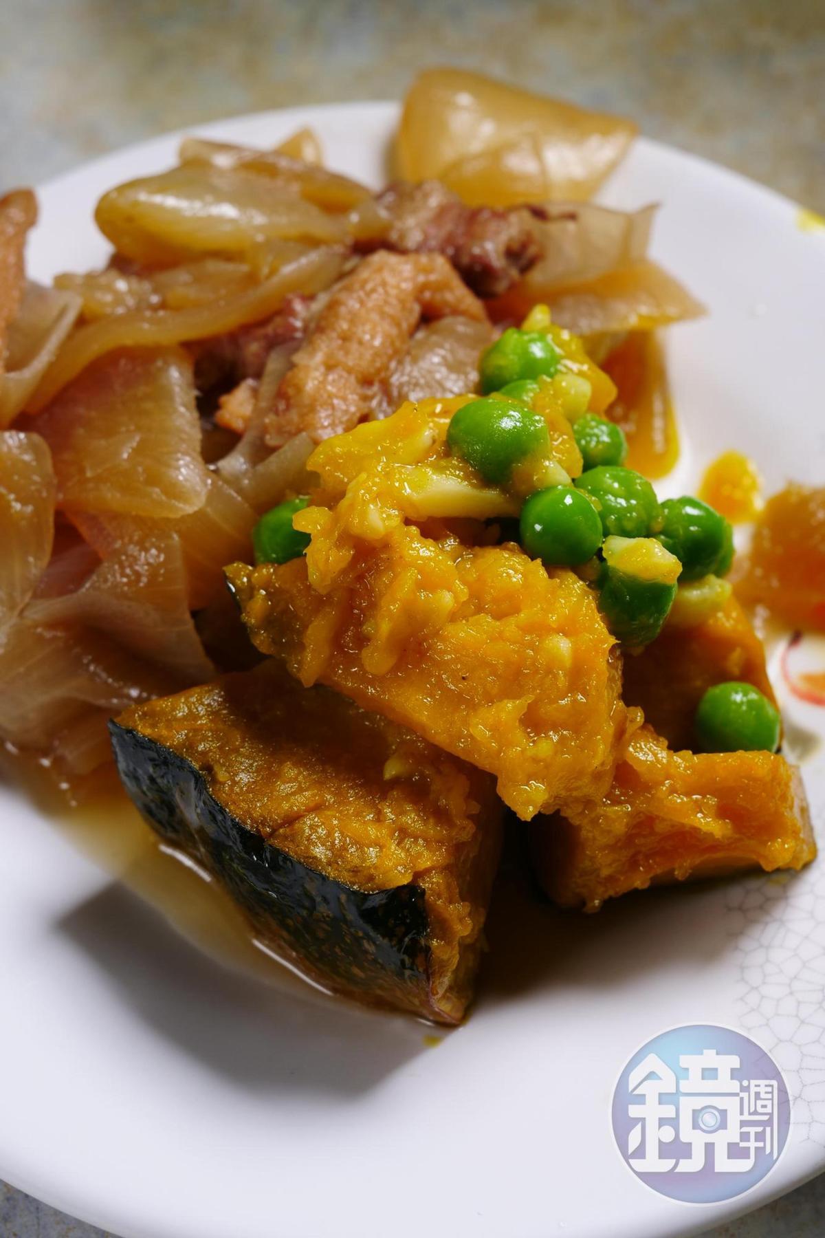 南瓜煮得鬆軟好吃,洋蔥炒肉則是日式馬鈴薯燉肉的風味。