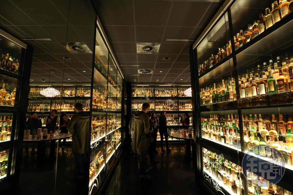 在「The Scotch Whisky Experience」能親眼見識各種珍稀威士忌,讓知識突飛猛進。