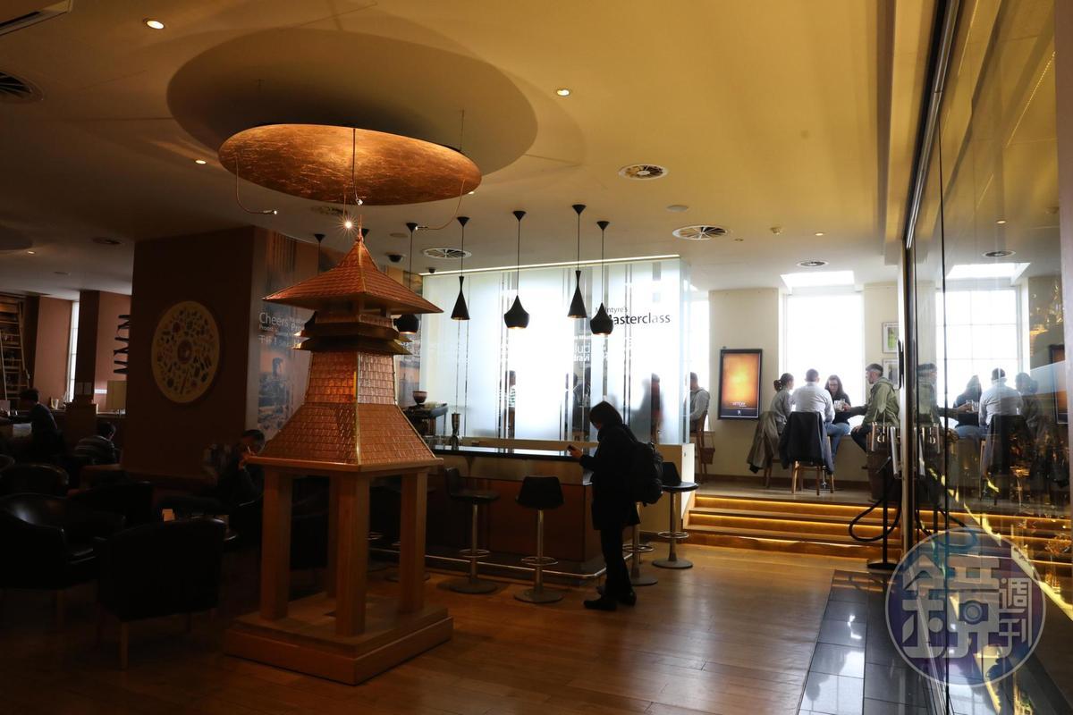 體驗館裡還放了一尊威士忌釀酒廠常見的Pagoda寶塔屋頂。