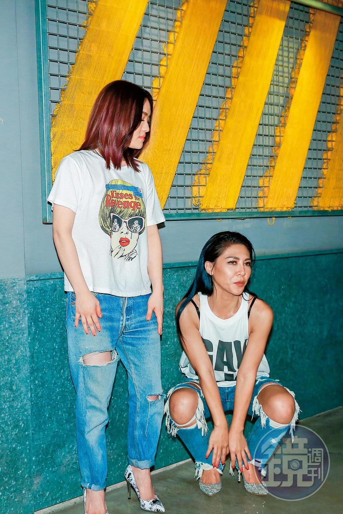 艾怡良(右)的金曲表現失常,造成全城熱話,甚至陳樂融還建議她去檢查聲帶,跟大贏家徐佳瑩(左)成了強烈對比。