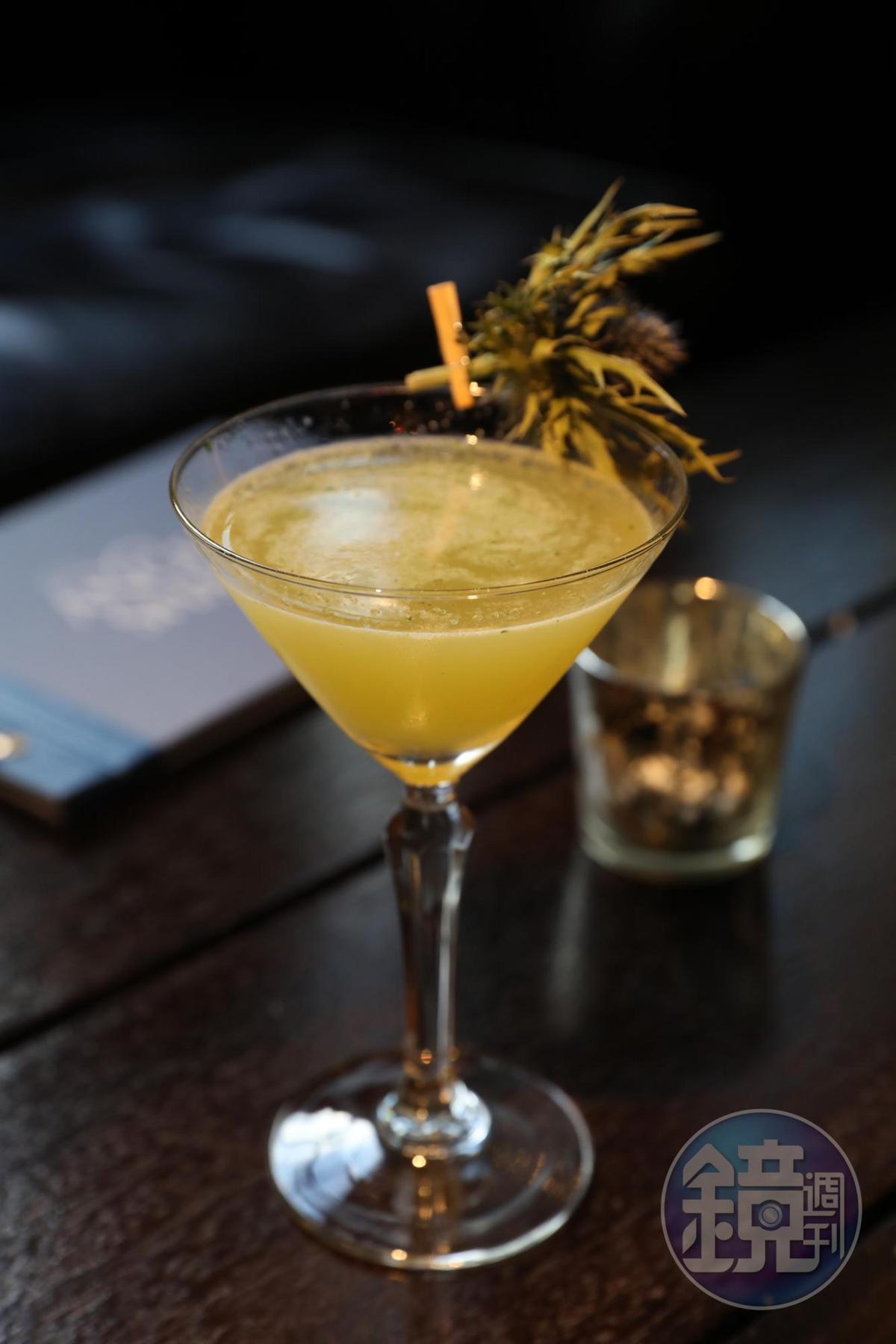 「Skye Storm」以蘇格蘭北方天空島為名的雞尾酒,是威士忌、檸檬汁、草莓糖漿與胡椒子的組合。(9英鎊/杯,約NT$364)