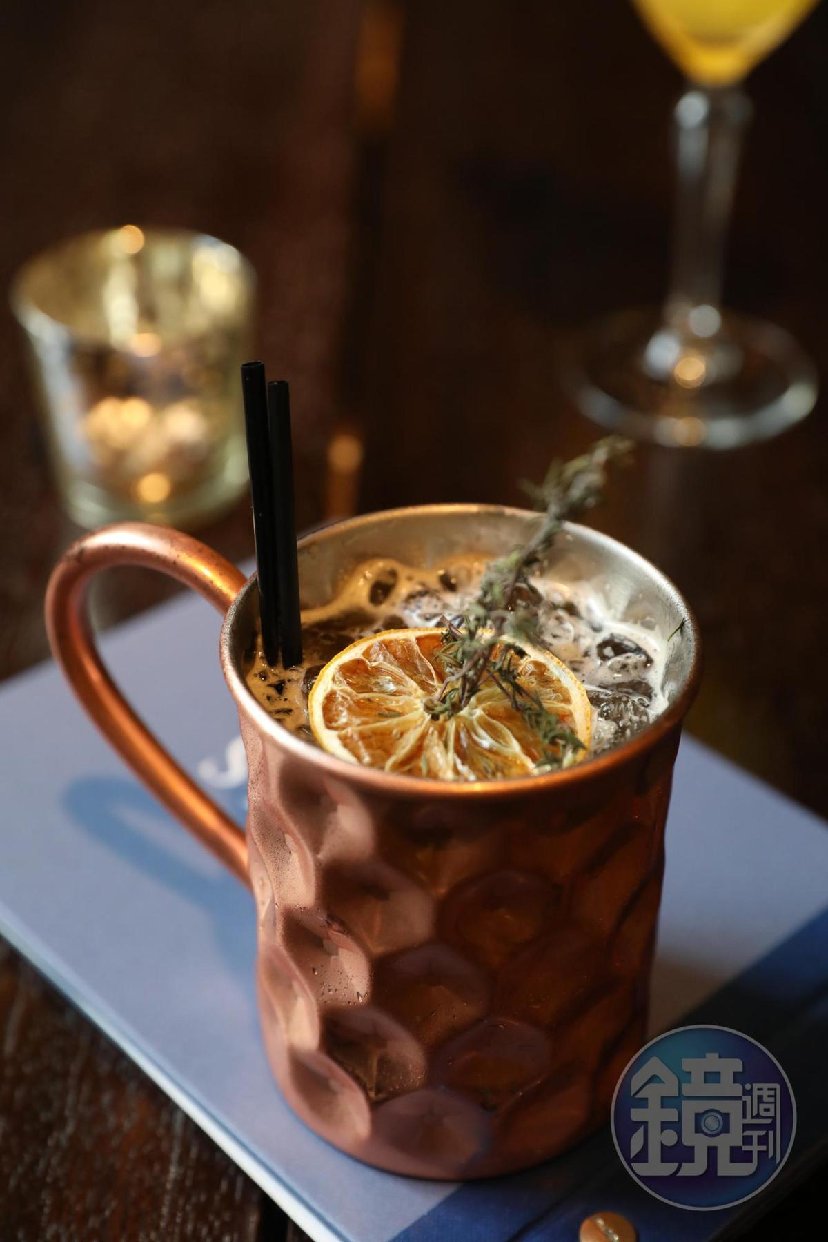 「Thyme for a BRU」以威士忌和蘇格蘭經典碳酸飲料Irn Bru調製,滋味酸甜,極易入口。(9英鎊/杯,約NT$364)