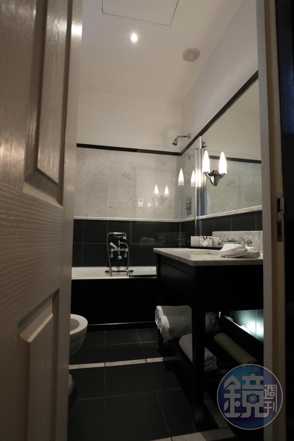 客房洋溢古典氣息,連衛浴也不例外。