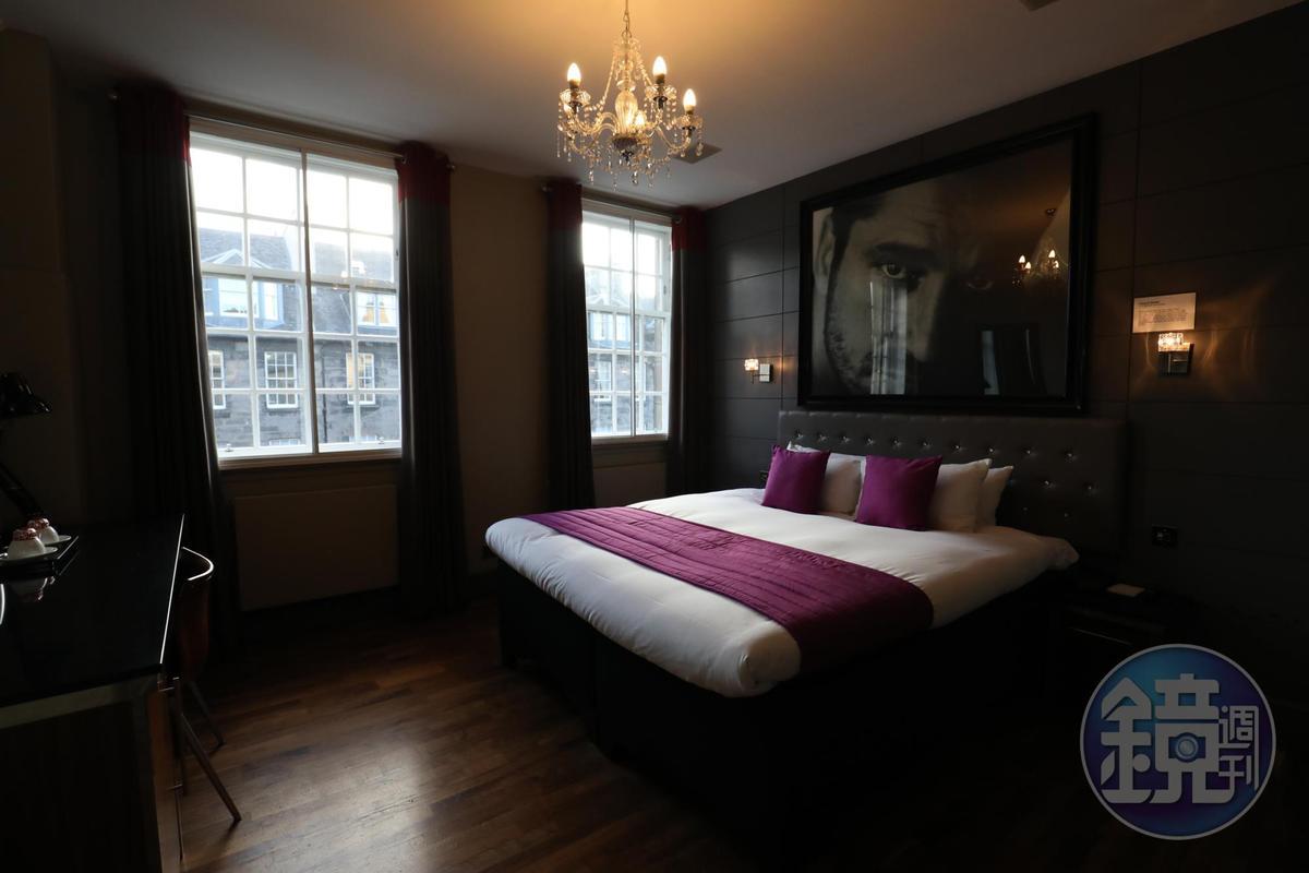 The Angel's Share以蘇格蘭當代名人照片作為客房的主裝飾。